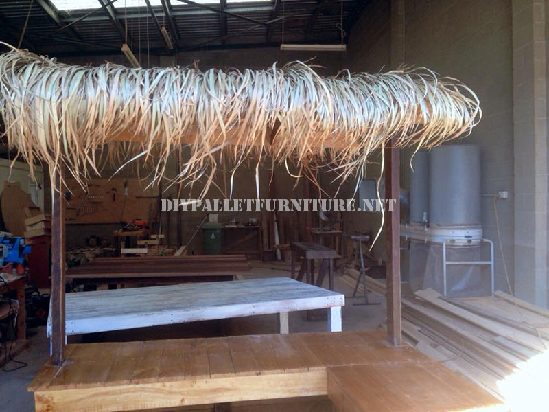 Hawaiian style bar with pallets diy pallet furniture