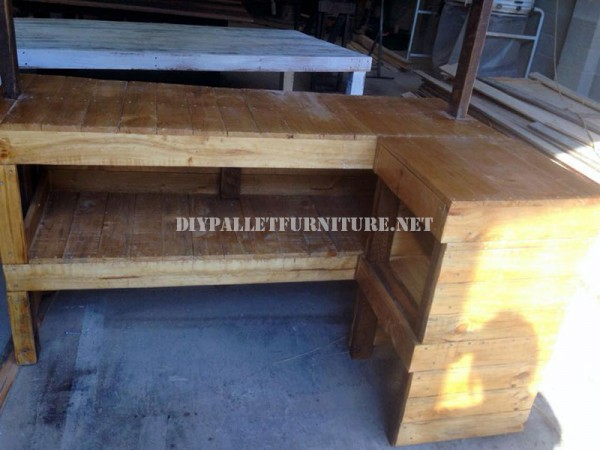 Hawaiian style Bar with pallets 3