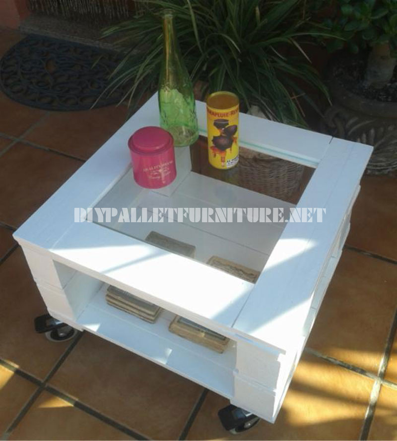 Outdoor side table made with palletsdiy pallet furniture for Patio table made from pallets