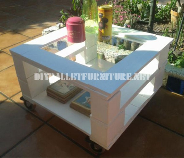 Outdoor side table made with pallets 3
