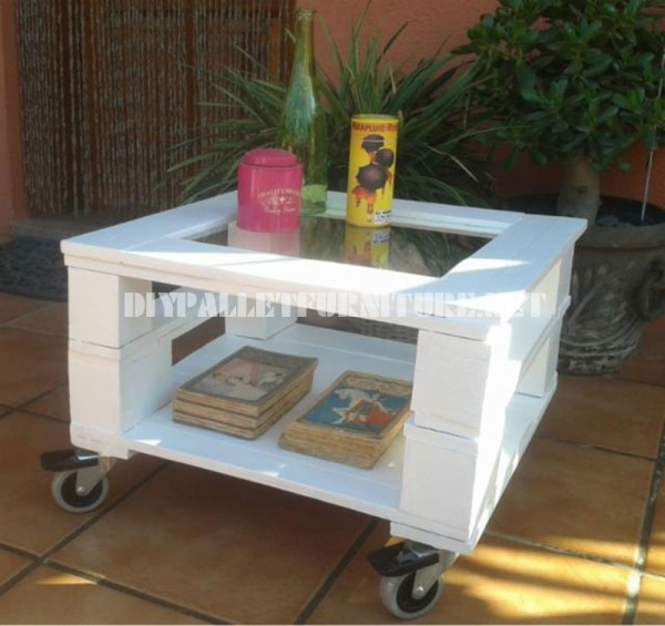 Outdoor side table made with pallets 4