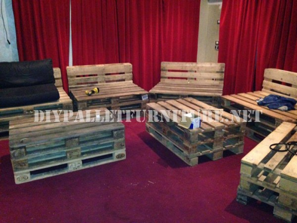 Pallet furniture for a living room 2