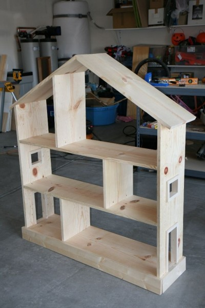 Playhouse with pallet planks 2