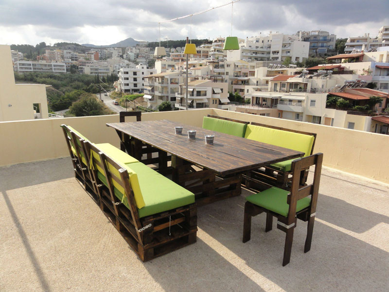 Table and chairs made of pallets for the terrace