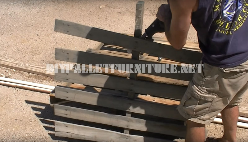 Video of how to build a bench with only 3 pallets 2