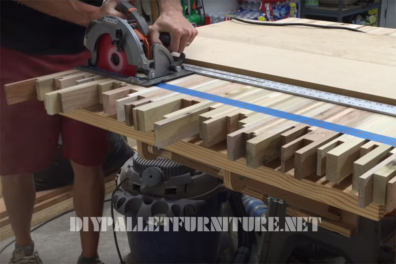 Video on how to make a table for meetings with pallet planks 1