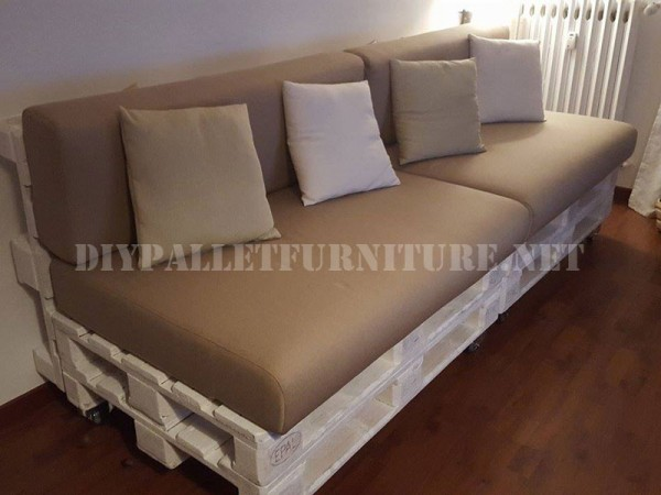 sofa and magazine rack with pallets 1