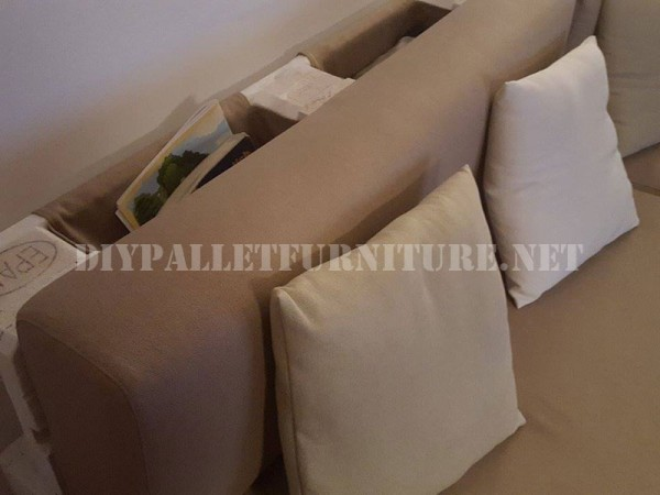 sofa and magazine rack with pallets 2
