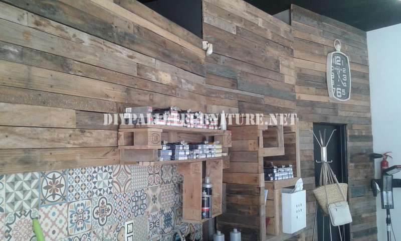 Barber decorated using pallet planksdiy furniture