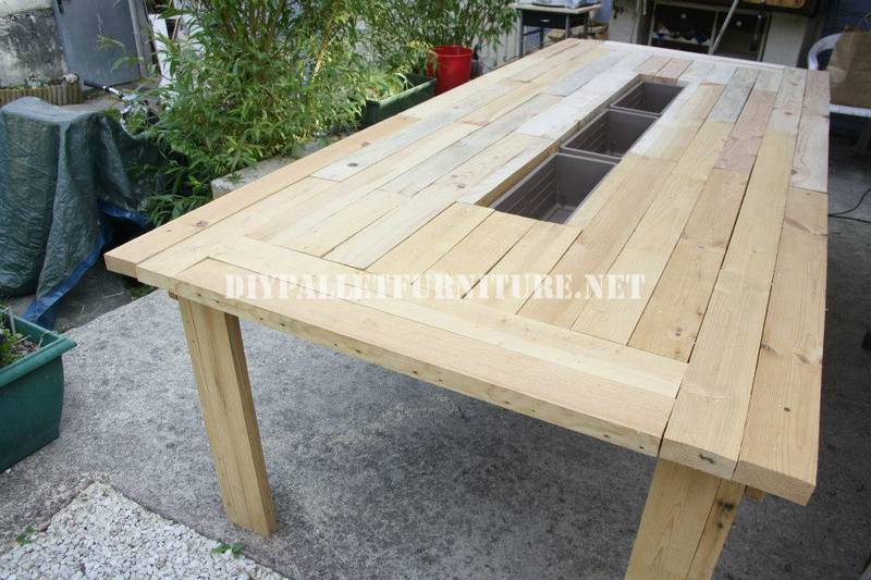 Bucket-table with pallets 1