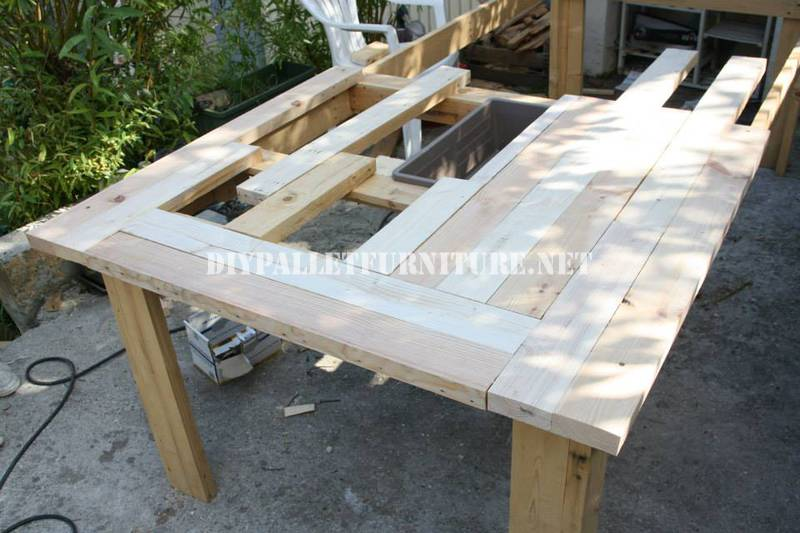 Bucket-table with pallets 5