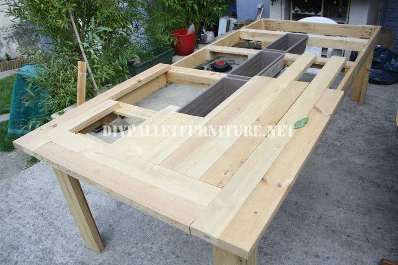 Bucket-table with pallets 6