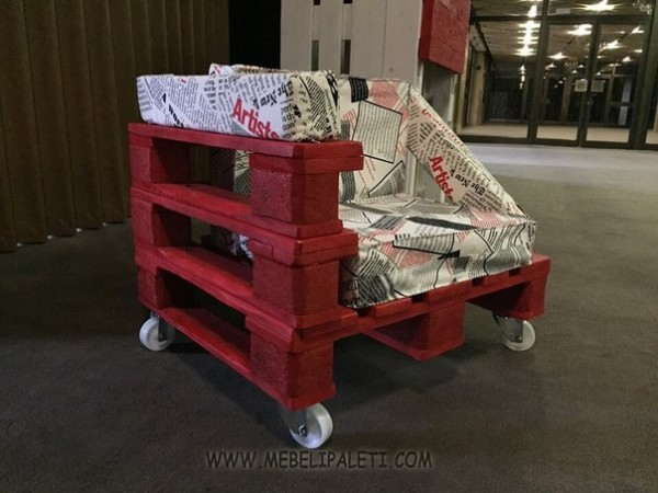 Design armchair with pallets 1