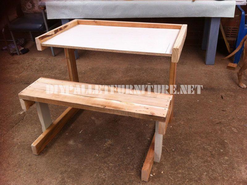 Desk made of pallet planks 1