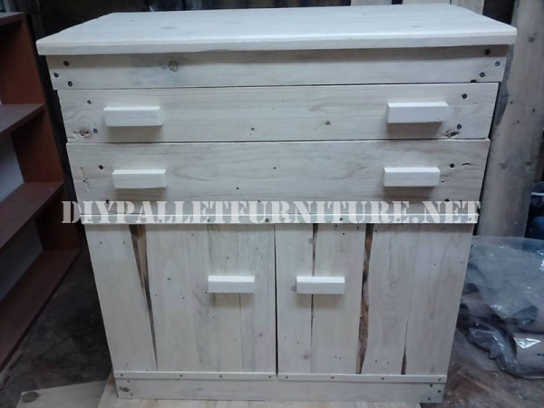 Furniture for bedroom with pallets 1