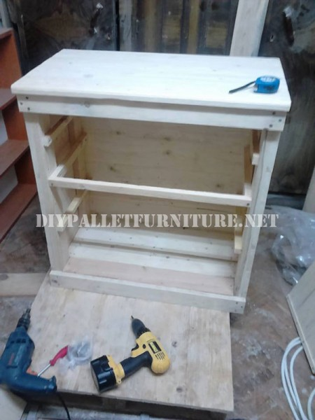 Furniture for bedroom with pallets 2