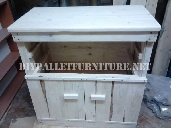 Furniture for bedroom with pallets 3