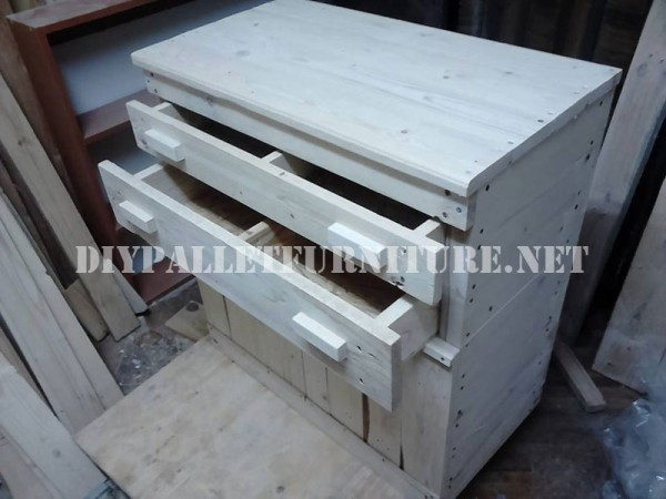 Furniture for bedroom with pallets 4