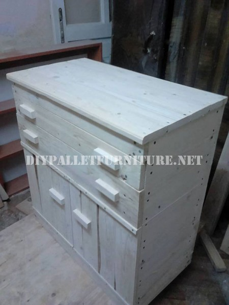 Furniture for bedroom with pallets 5