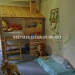 Hut built with pallets for a child's bedroom