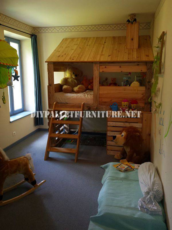 Hut built with pallets for a child's bedroom 2