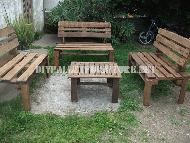 Patio furniture with pallets 3