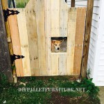 Sectorize your garden using a pallets door