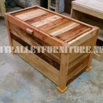 Trunk and bench built with pallet planks