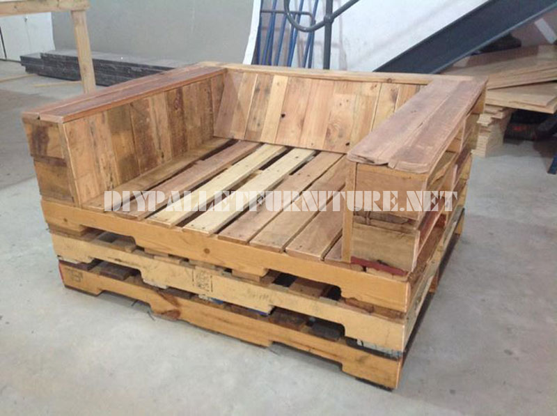 Unpadded Chair Made With Pallets 2DIY Pallet Furniture DIY Pallet Furniture