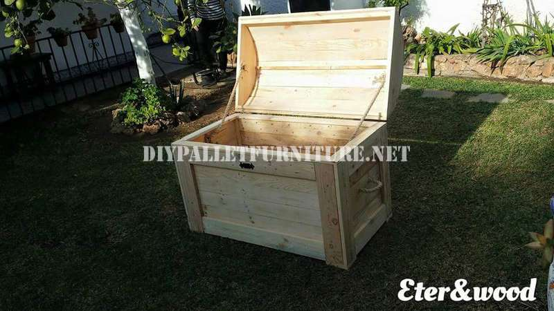 Wardrobe chest with pallets 2