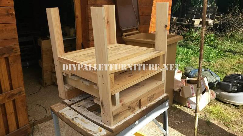 Armchair, sofa and table with pallets 2