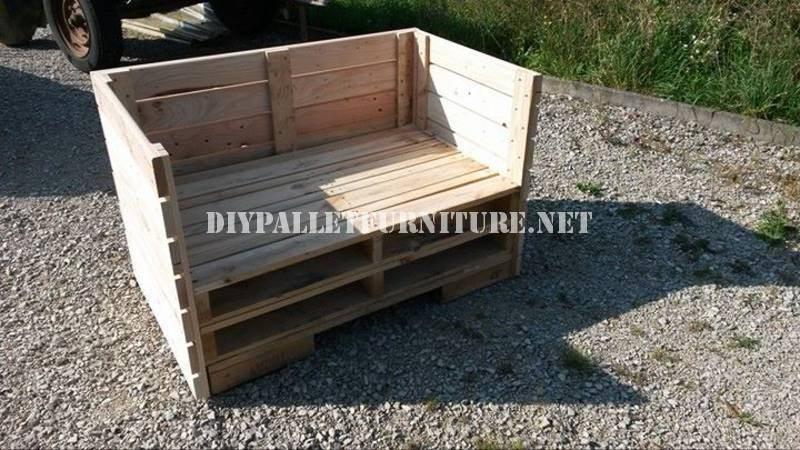 Armchair, sofa and table with pallets 4