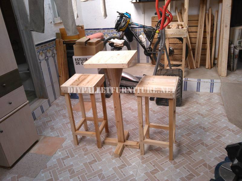 Bar stools and table built with pallets 1