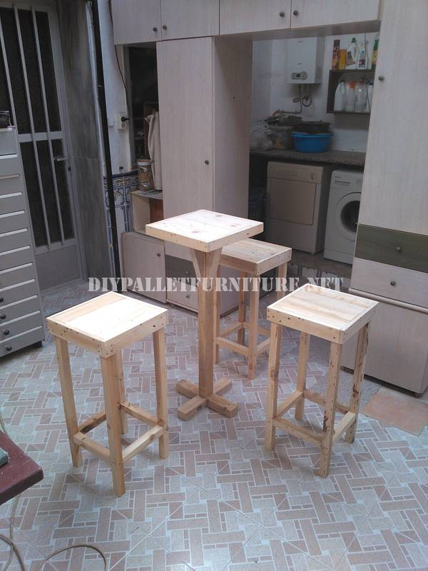 Bar stools and table built with pallets 2