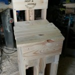Customized pallets stool