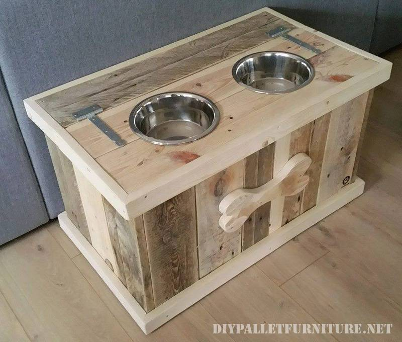 Food and water bowls for dogs made of pallets 1