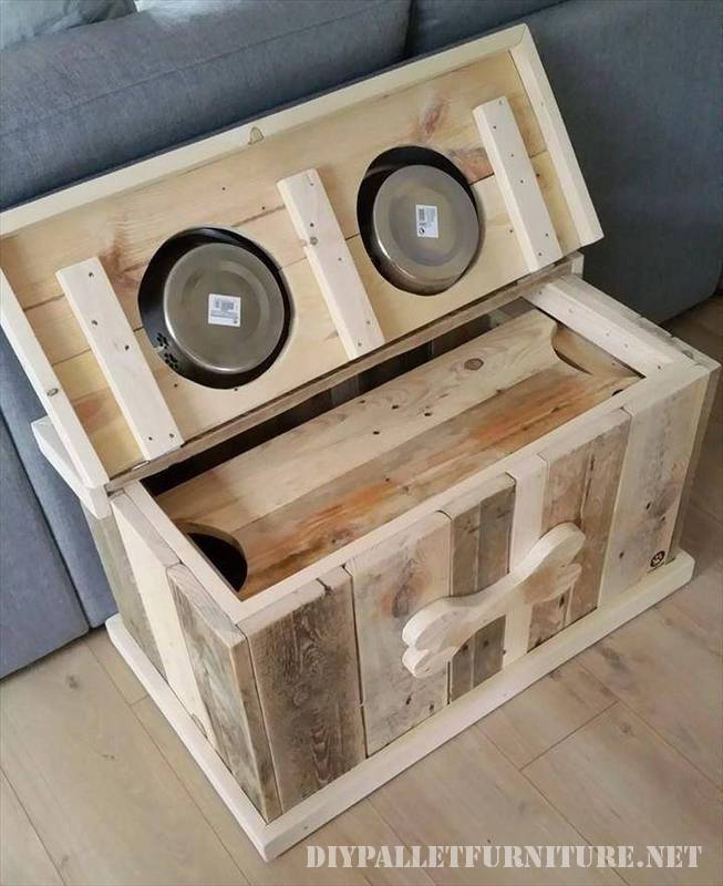 Food and water bowls for dogs made of pallets 2