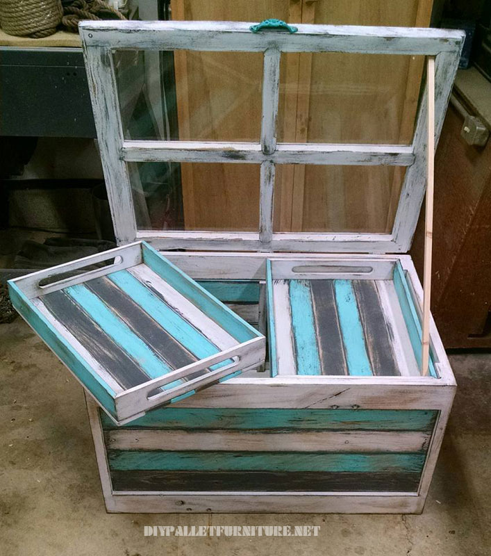 Glass table with pallets 1