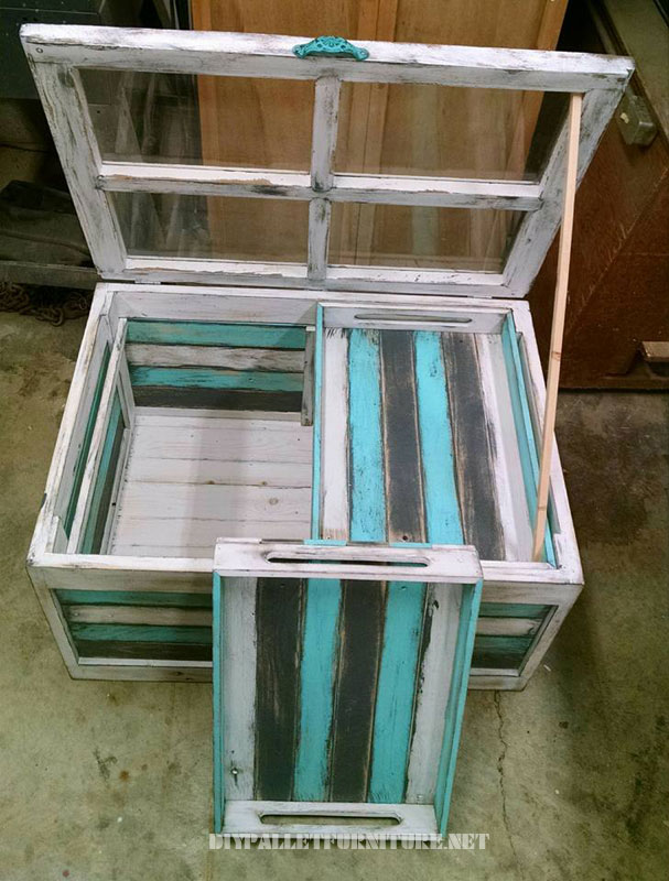 Glass table with pallets 2