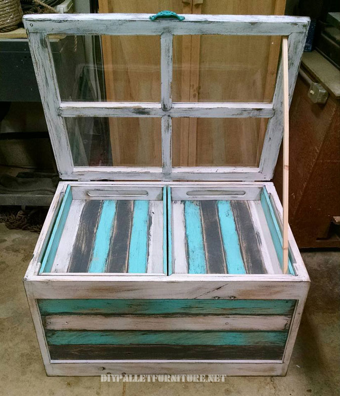 Glass table with pallets 3