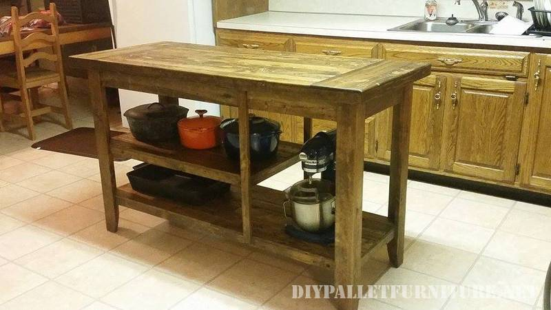 Kitchen countertop made with pallet planks 1
