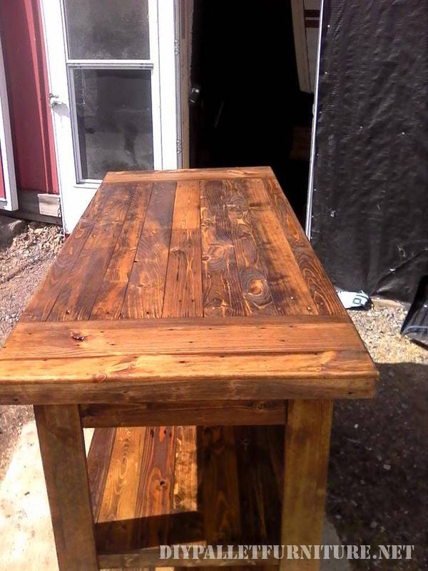 Kitchen countertop made with pallet planks 2