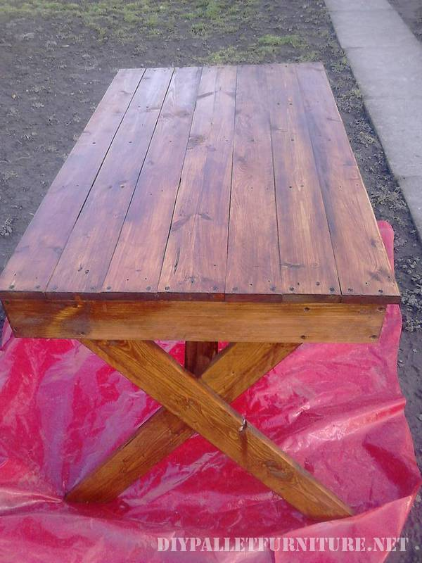 Outdoor table with pallets 1