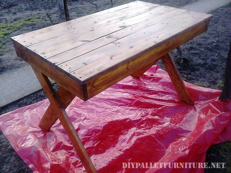 Outdoor table with pallets 2