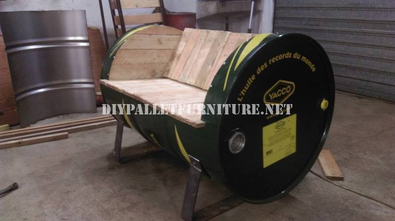 Seat constructed with an oil drum and pallets 1