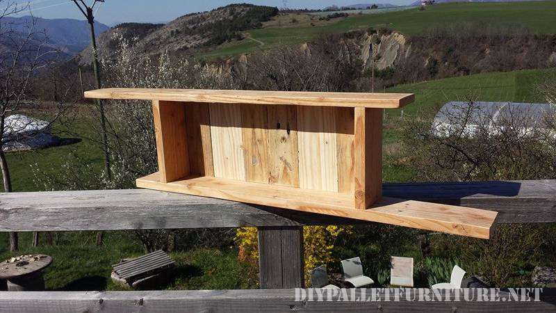 Shelves for a bedroom made of pallets 2