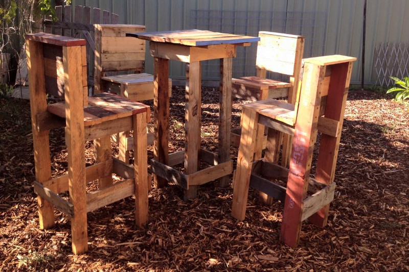 4 stools and a high table with pallets 1