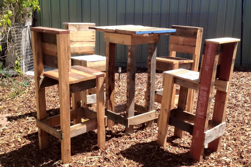 4 stools and a high table with pallets 3