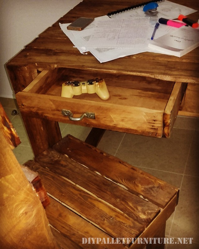 Pallet desk with drawers 3