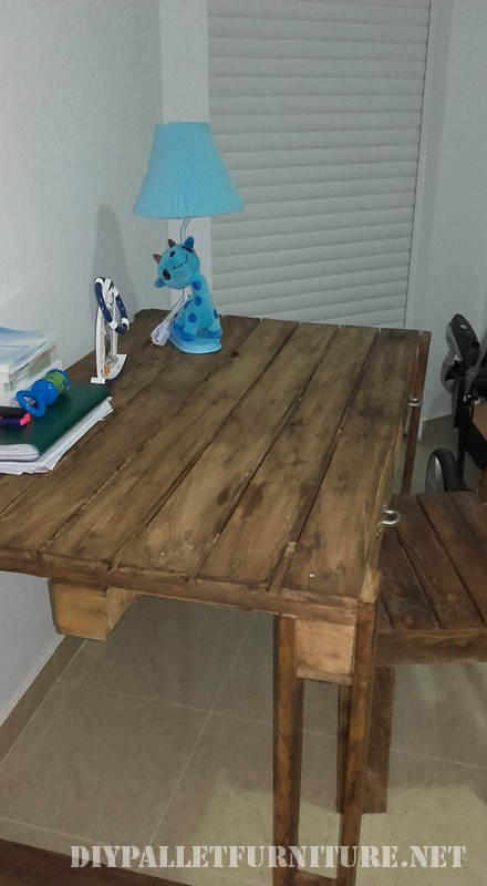 Pallet desk with drawers 4